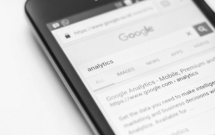 Handy mit Google Webseite Analytics Kaiserslautern